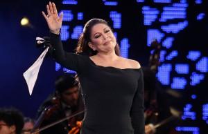 23 febrero 2017/VIÑA DEL MAR   Isabel Pantoja,durante la tercera noche de la 58º del Festival Internacional de la Canción de Viña del Mar realizado en la Quinta Vergara FOTO: YVO SALINAS/AGENCIAUNO